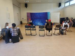 Die Theatergruppe hat mit den Proben begonnen