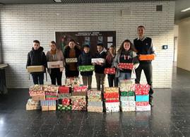 Weihnachtspäckchen – Gesamtschule Gedern und Erlenbachschule bereiten Kindern ein Weihnachten im Sch