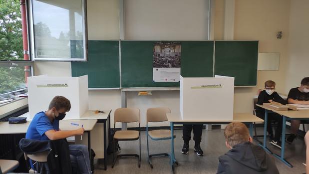 Wahllokal im Klassenraum – Fächerübergreifender Deutschunterricht mit dem Schulfach Politik und Wirt