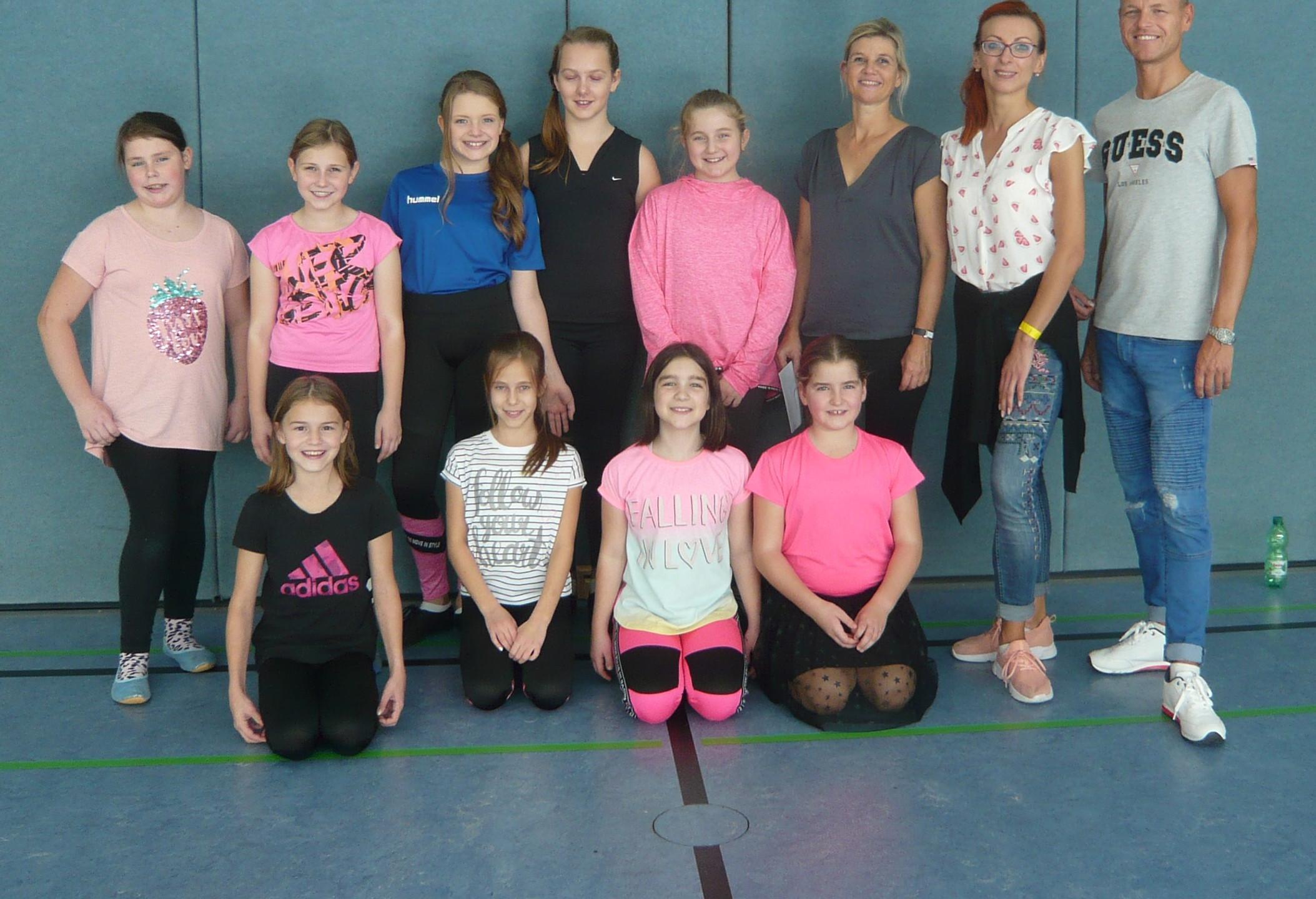 Tanzsportgruppe 1 mit Trainerpaar