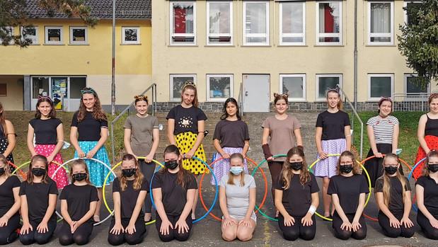 Tanzgruppen präsentieren ihr Können  - Auftritt auf dem Schulhof für die neuen Klassen 5