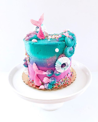 Obsessed with this mermaid cake from las