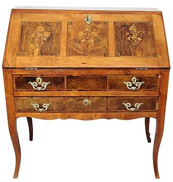 Bureau dos d'âne à décor floral époque Louis XV
