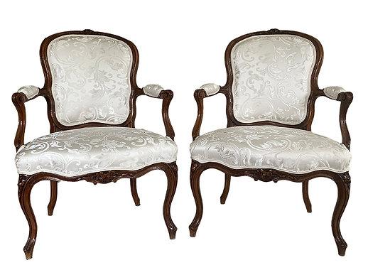 Paire de fauteuils cabriolet estampillés H. AMAND époque Louis XV