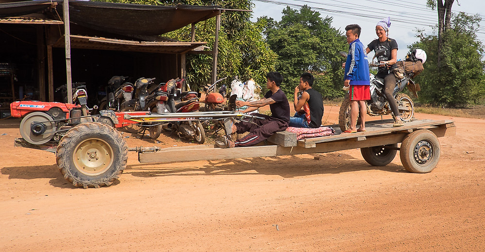 Laotian towing service