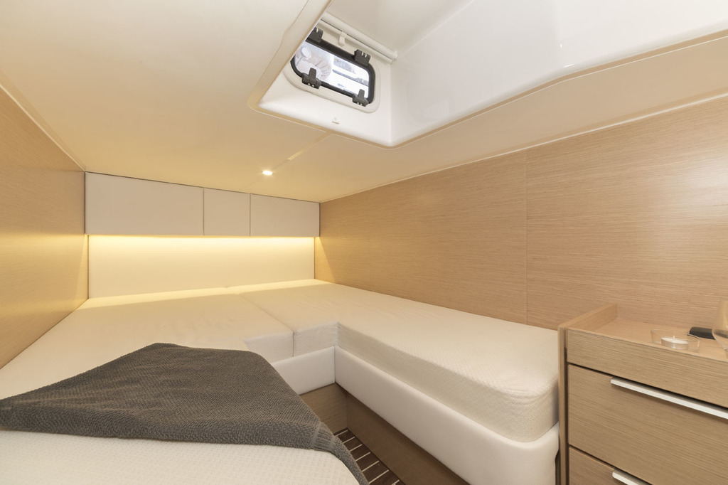 Bavaria Yachts S33 Open interior