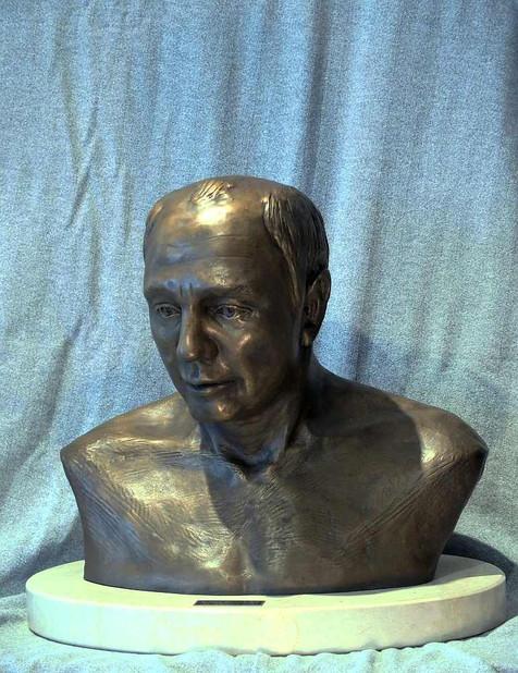 Bust of Elmer Goertzen