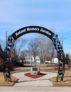 Roland Memory Garden Arch