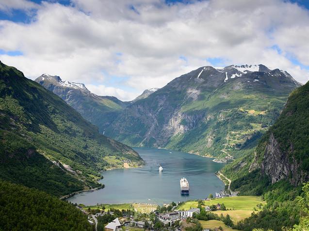 Geiranger fjord in Norway.jpg