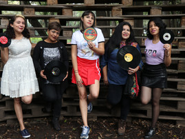 GET TO KNOW MUJERES VINILERAS (GUAP)