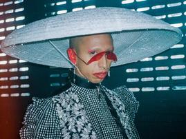ロンドンのアンダーグラウンド・テクノシーンを切り取る煌びやかな写真 (Vice Japan)