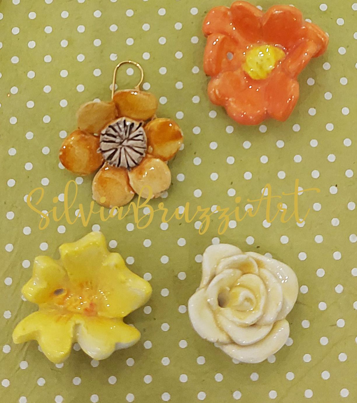 fiori colorati a ciondolo
