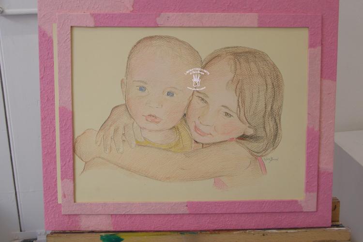 cornice rosa e ritratto