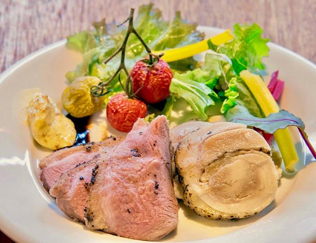 メニューB:鴨ローストと鶏ハムの盛り合わせ + お好きなドリンク1杯