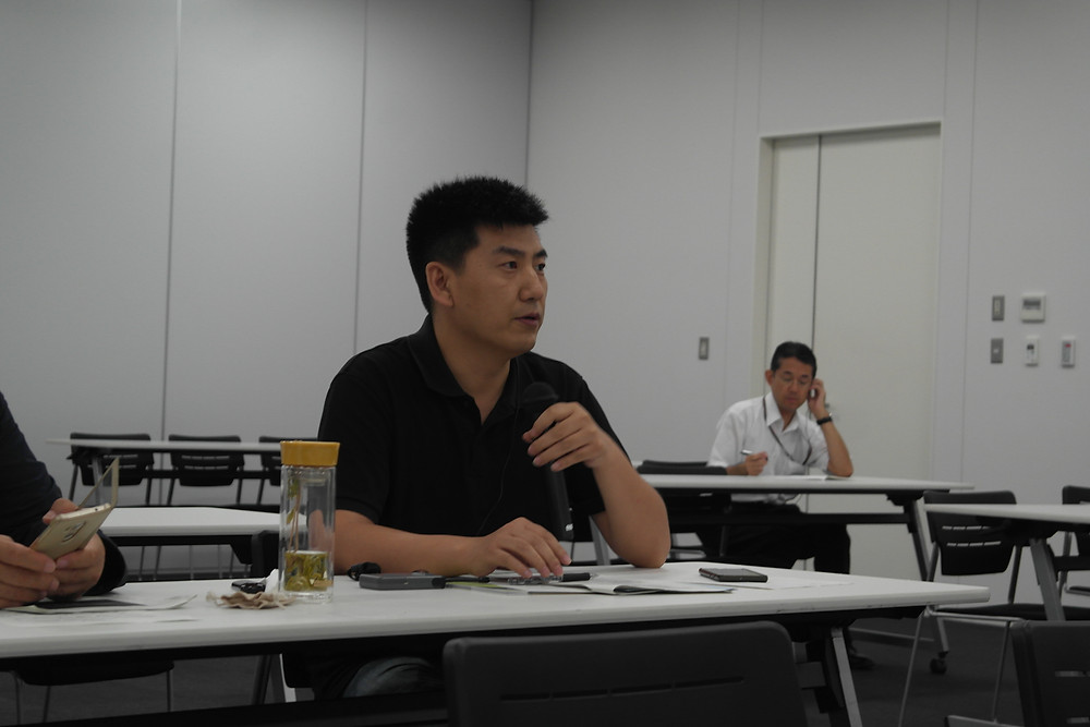 Mr. Zhang, Shanxi Academy of Environmental Planning, asks a question following presentations at the Kawasaki Environment Research Institute