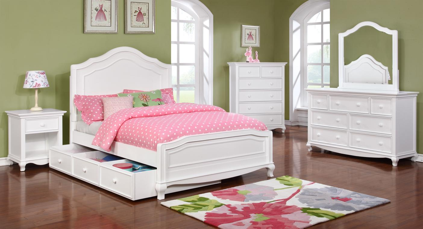 Cassie Bed with Cassie Collection