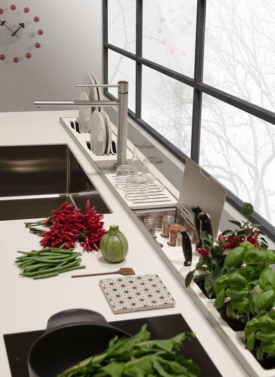 Cozinha com calha úmida.