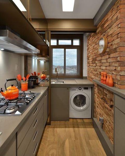 Área de serviço integrada com a cozinha. Projeto: Ana Studio Colnaghi.