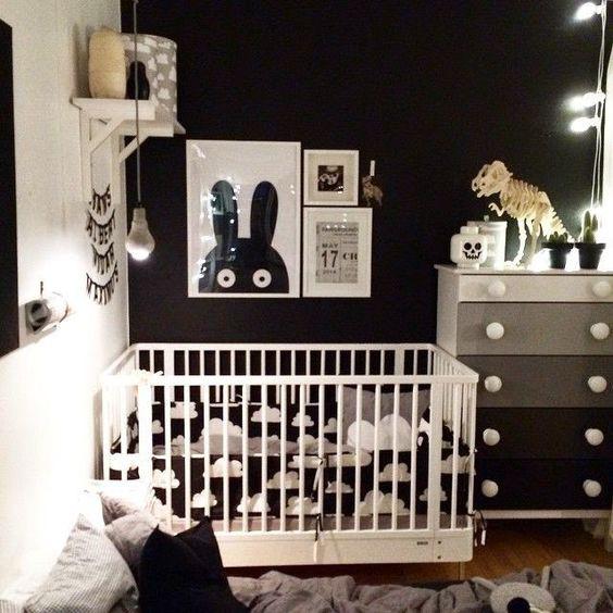 Quarto de bebê preto.