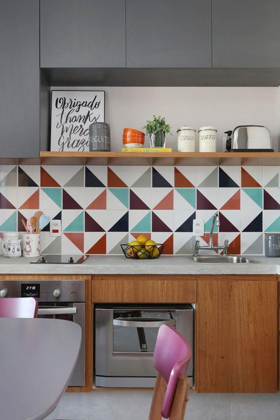 Cozinha decorada com utensílios. Projeto: ACF arquitetura.