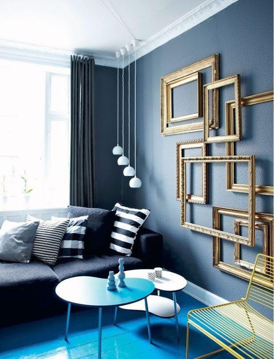 Sala azul e dourada.