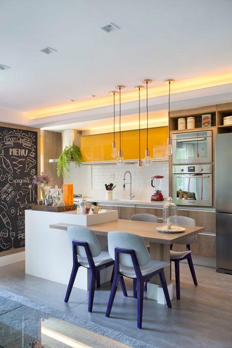 Sala de jantar integrada com a cozinha. Projeto: Bernardo Gaudie-Ley e Tânia Braida.