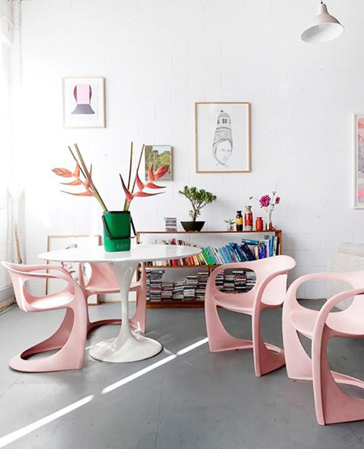 Sala de jantar rosa millennial