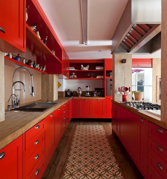 Cozinha vermelha.Projeto: Marina Linhares.