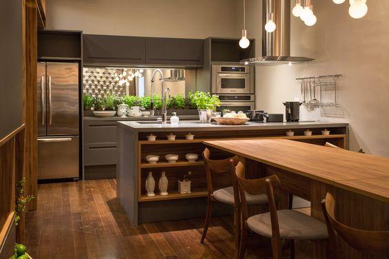 Cozinha com mesa de jantar. Projeto: Mary Oglouyan.