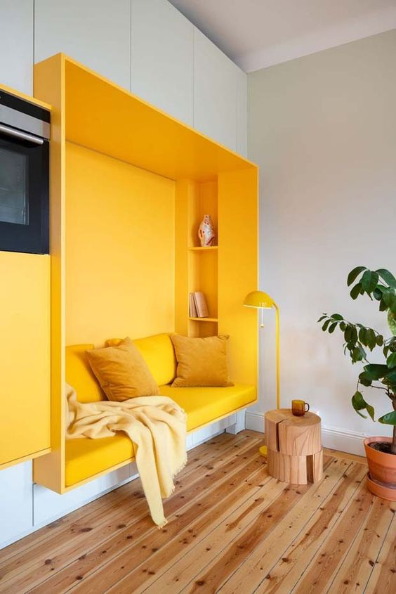 Espaço de descanso amarelo. Projeto: Lookofsky Architecture.