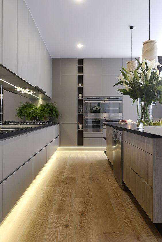 Iluminação cênica na cozinha.