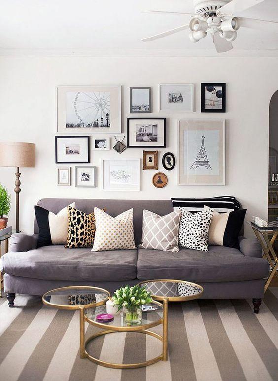 Composição de quadros na sala de estar.