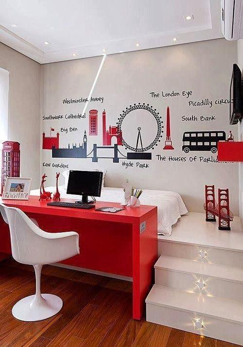 Quarto tema Londres com adornos vermelhos.