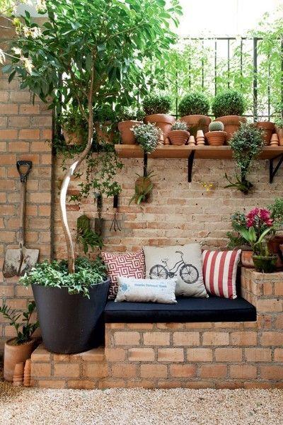 Assento e plantas.