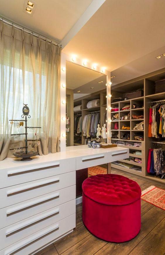 Penteadeira no closet. Projeto: Studio Alencar.