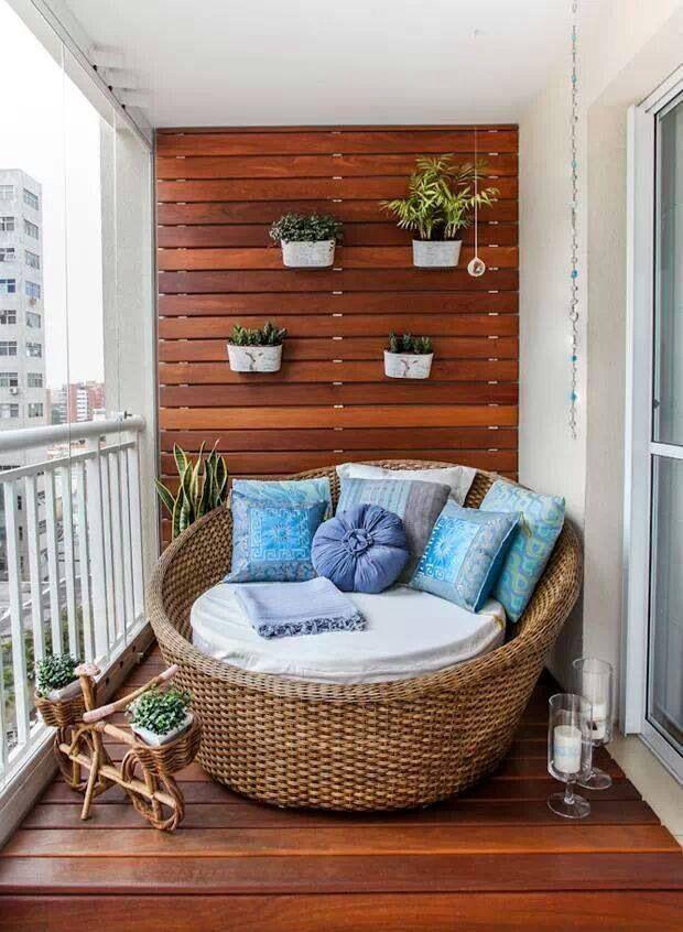 Espreguiçadeira na varanda.