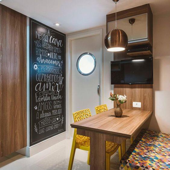 Cozinha com parede lousa. Projeto: Mav Arquitetura.