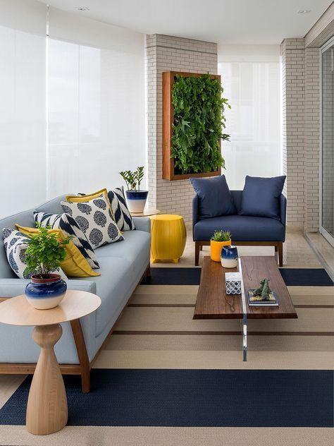 Sala com parede verde. Projeto: Érica Salguero.