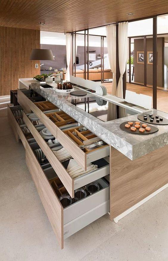 Cozinha com gavetas para guarda de louça.