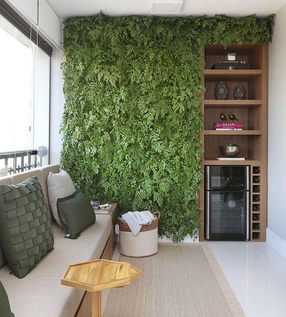 Parede verde na varanda. Projeto: MN Arquitetura + Interiores.