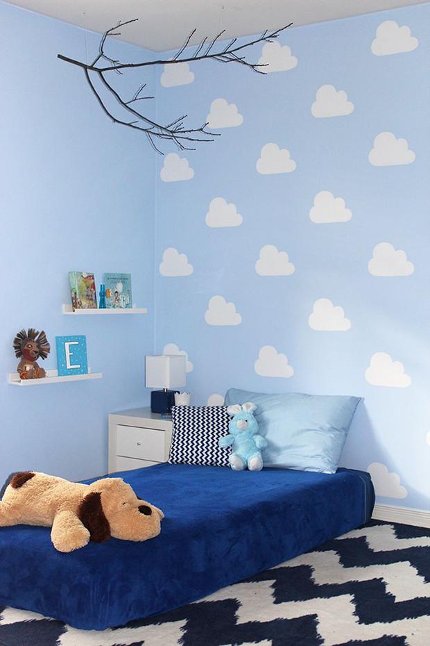 Estêncil de nuvem na parede. Foto:Follow the colours.