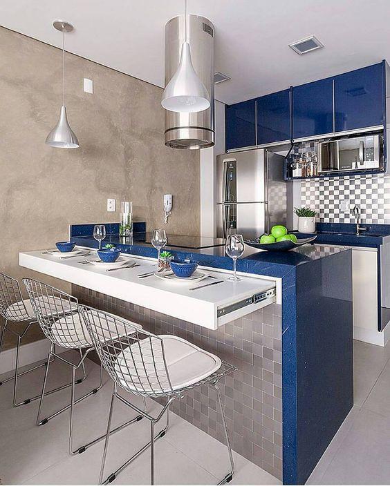 Cozinha com península. Projeto: Monise Rosa Arquitetura.
