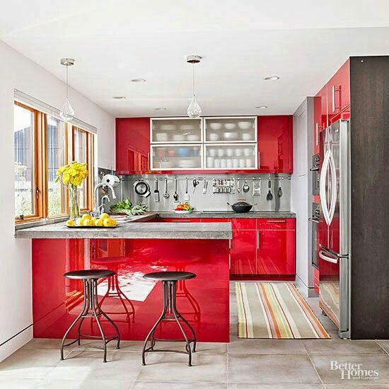 Cozinha vermelha. Foto: Via Better Homes.