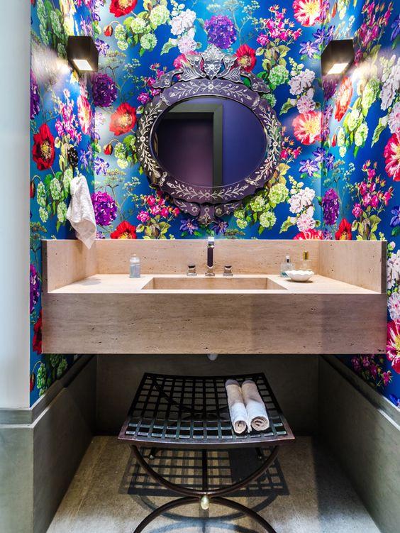 Papel de parede florido. Projeto: Andrea Murao.