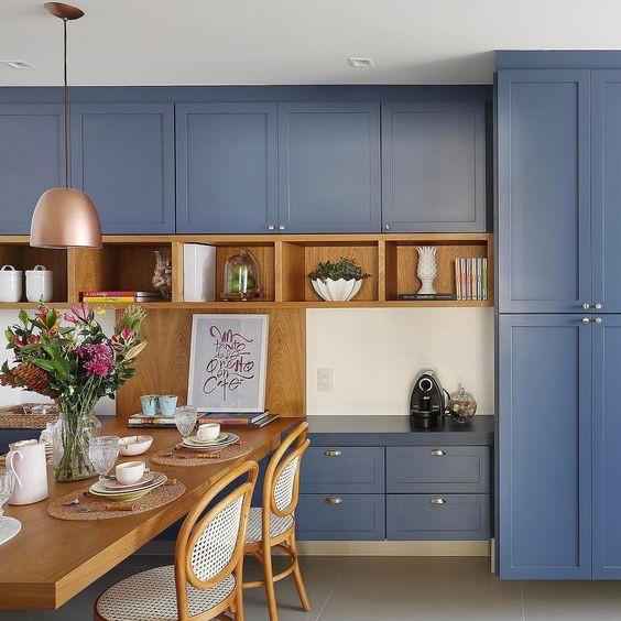 Cozinha com mobiliário estilo clássico. Projeto: ACF arquitetura.
