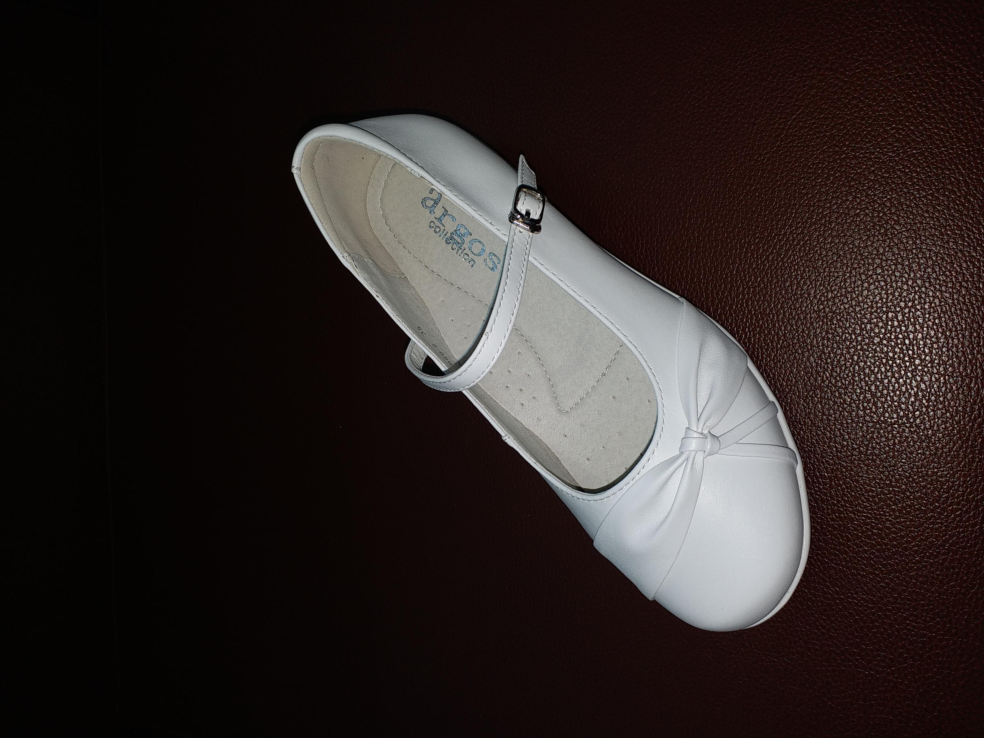 黑白學生鞋