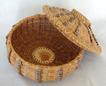 basket with lid 3.jpg