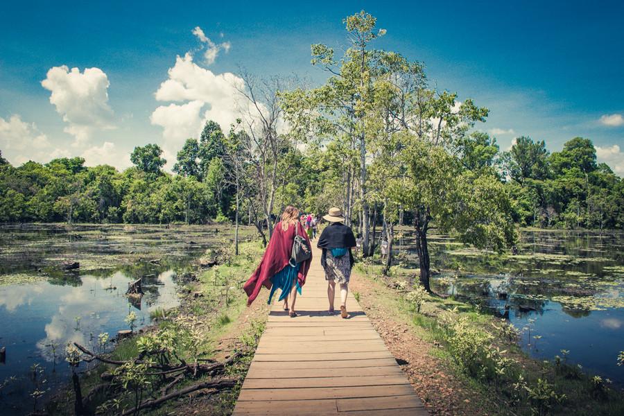 Mujeres-Angkor-Wat - Claudio Ramírez Landscape & Nature Photography - Advertising