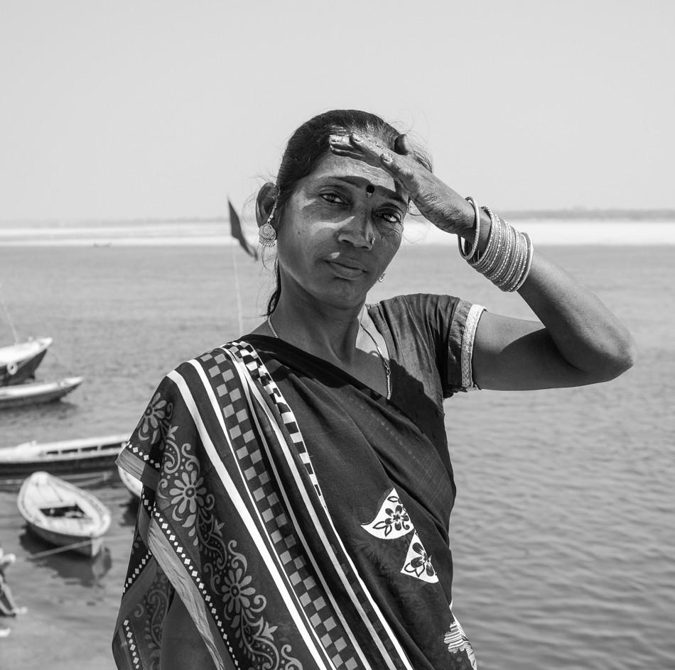 MIRADA-MUJER-VARANASI-INDIA.jpg