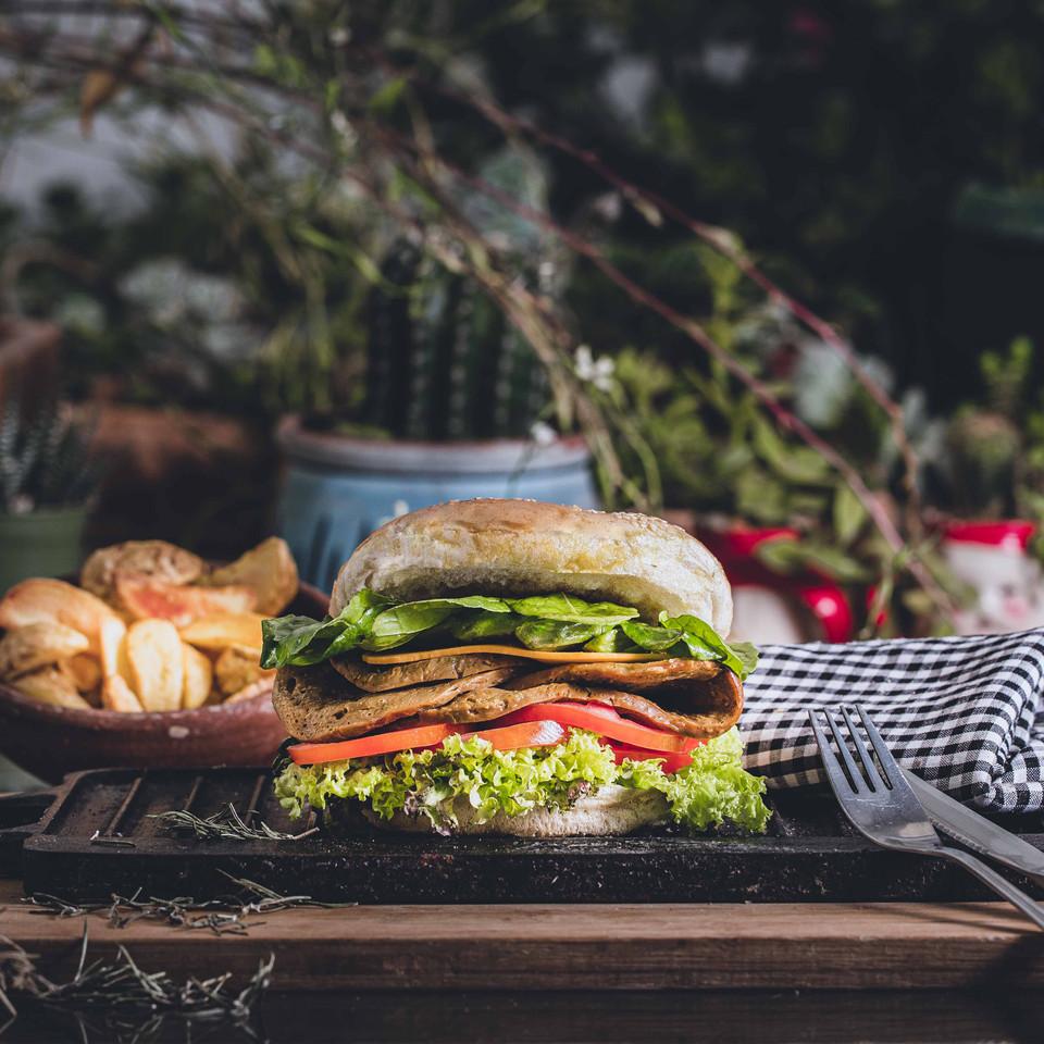 Vegan foodstyling - claudiography.com Fotografía de productos - claudiography.com  Fotografía Publicitaria - hamburguesa de Seitán